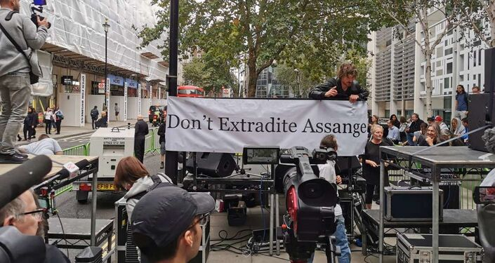 Preparation for Roger Waters' performance in support of Julian Assange outside UK Home Office