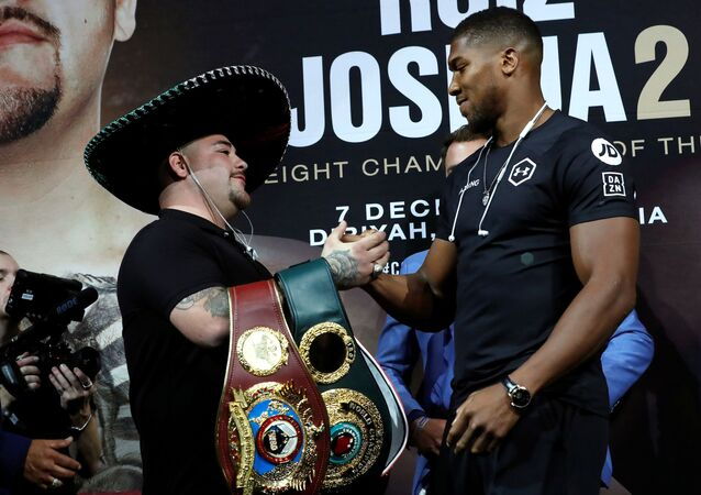 Boxers Anthony Joshua and Andy Ruiz Jr. shake hands at a news conference ahead of their heavyweight boxing title rematch in December in New York, 5 September 2019