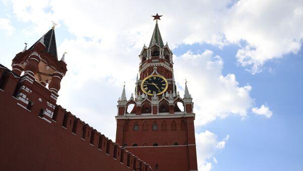Spasskaya (right) and the Tsar's towers of the Moscow Kremlin. - Sputnik International