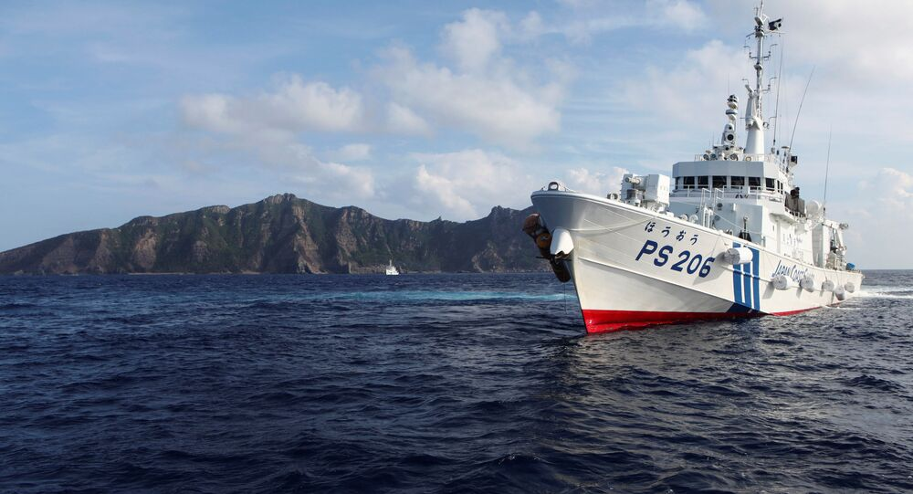 Japan Coast Guard vessel PS206 Houou sails in front of Uotsuri island, one of the disputed islands, called Senkaku in Japan and Diaoyu in China, in the East China Sea August 18, 2013.  REUTERS/Ruairidh Villar/File Photo