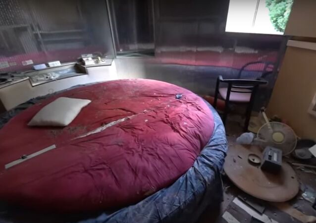 URBEX | Abandoned love motel with insane rooms