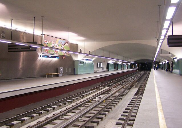 The platforms at Roma underground station, Linha Verde