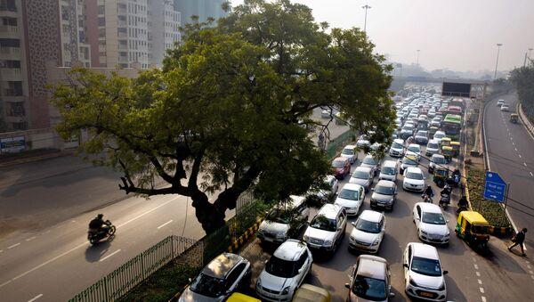 A massive traffic in New Delhi, India (File) - Sputnik International