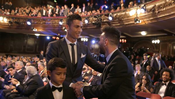Portuguese soccer player Ronaldo, left, shakes hands wit Argentinian soccer player Lionel Messi during the The Best FIFA 2017 Awards at the Palladium Theatre in London, Monday, Oct. 23, 2017 - Sputnik International