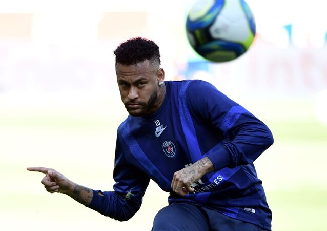 Paris Saint-Germain's Brazilian forward Neymar takes part in a training session prior to during the French L1 football match between Paris Saint-Germain (PSG) and Racing Club de Strasbourg Alsace (RCS) on September 14, 2019 at the Parc des Princes stadium in Paris.