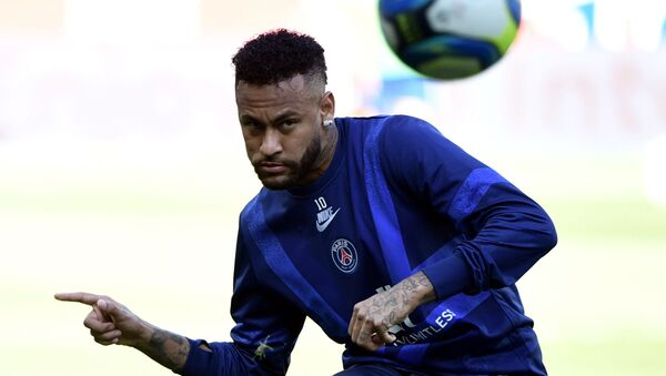 Paris Saint-Germain's Brazilian forward Neymar takes part in a training session prior to during the French L1 football match between Paris Saint-Germain (PSG) and Racing Club de Strasbourg Alsace (RCS) on September 14, 2019 at the Parc des Princes stadium in Paris.  - Sputnik International