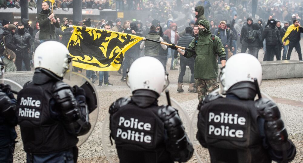 Demonstrators clash with Belgian riot police during a march in Brussels on December 16, 2018 called by the right-wing Flemish party Vlaams Belang and a dozen of organisations against the UN Marrakech global compact on migration
