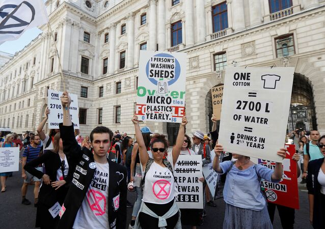 Extinction Rebellion protestors demonstrate against London Fashion Week near the Foreign and Commonwealth office, where Victoria Beckham was showing her latest designs, in London, Britain, September 15, 2019.  REUTERS/Peter Nicholls