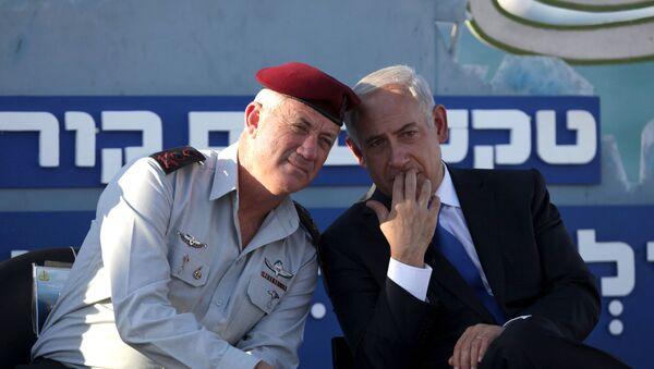 Israeli Prime Minister Benjamin Netanyahu, right, speaks with Israeli Chief of Staff Lt. Gen. Benny Gantz, during a graduation ceremony of navy officers in the northern port city of Haifa, Israel, Wednesday, Sept. 11, 2013 - Sputnik International