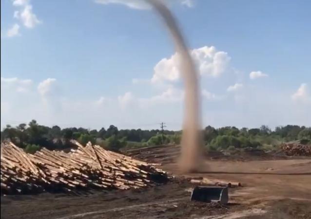 Mississippi Workers Spot Growing Dust Devil