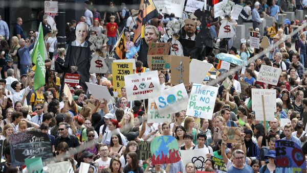 Protesters take over Dearborn Street in Chicago's famed Loop during a global climate change march Friday, Sept. 20, 2019, in Chicago. Throughout the world Friday, young people banded together to demand that world leaders headed to a United Nations summit in New York step up their efforts to combat climate change.  (AP Photo/Charles Rex Arbogast) - Sputnik International
