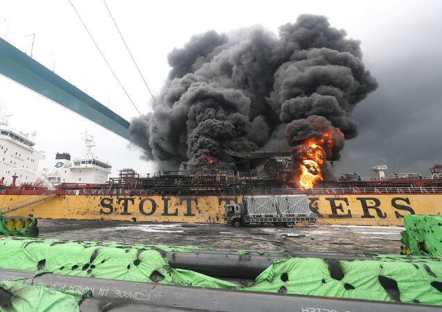 Smoke rises from a fire at a vessel at a port in Ulsan, South Korea, September 28, 2019.   Yonhap via REUTERS   ATTENTION EDITORS - THIS IMAGE HAS BEEN SUPPLIED BY A THIRD PARTY. SOUTH KOREA OUT. NO RESALES. NO ARCHIVE.     TPX IMAGES OF THE DAY
