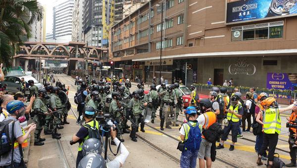 Police officers prepare for protests in Hong Kong - Sputnik International