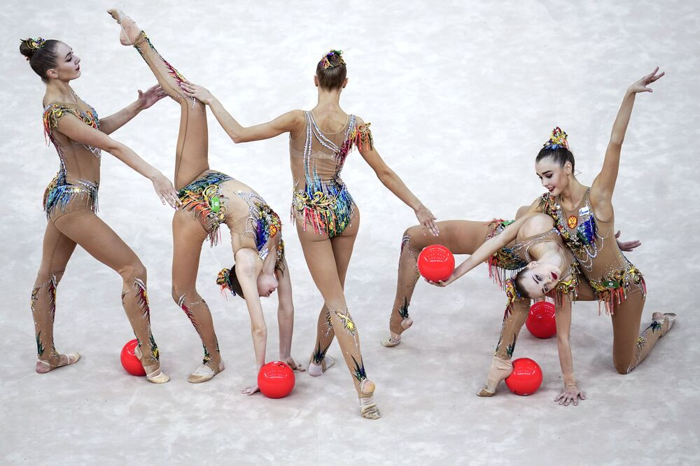 Russia's team performs a routine with 5 balls in the finals of the group program at the 2019 Artistic Gymnastics World Championship in Baku.