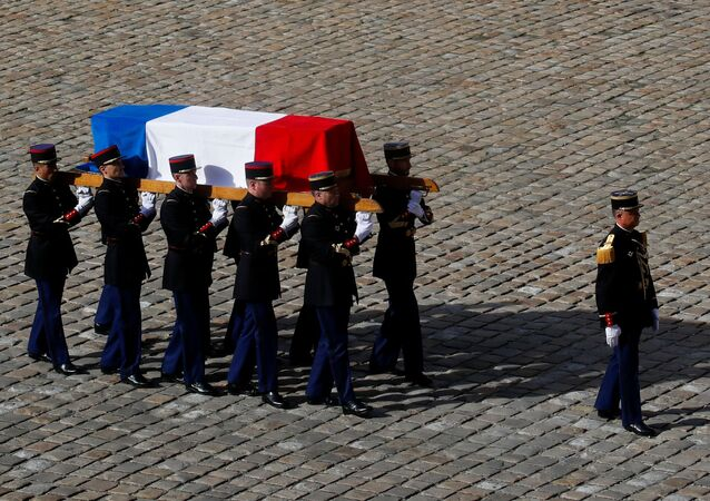 French Republican guards carry the flag-draped coffin of late French President Jacques Chirac during a military funeral honors ceremony at the Hotel des Invalides during a national day of mourning in Paris, France, September 30, 2019