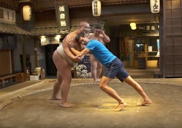 Novak Djokovic Goes Sumo Wrestling in Tokyo!