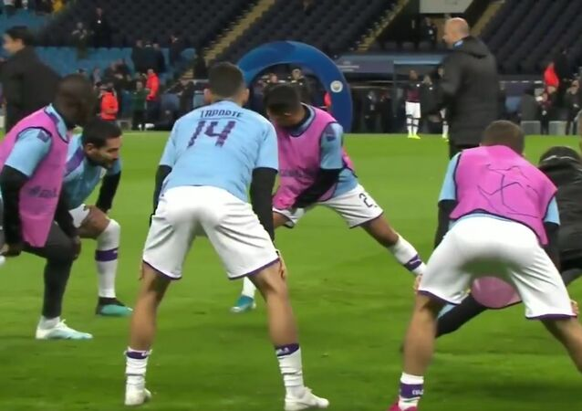 The Man City players are all wearing the shirt of Aymeric Laporte. A symbol of solidarity as their teammate fights back from a long-term injury