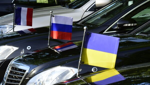 Flags mounted on the official cars are seen in Berlin on June 11, 2018, during a Normandy Format meeting of foreign ministers from France, Germany, Ukraine and Russia on the conflict in Ukraine. - Sputnik International