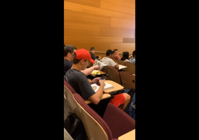 US Student Fries Egg While Seated in Class Lecture