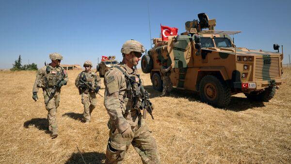 American soldiers walk together during a joint U.S.-Turkey patrol, near Tel Abyad, Syria September 8, 2019 - Sputnik International
