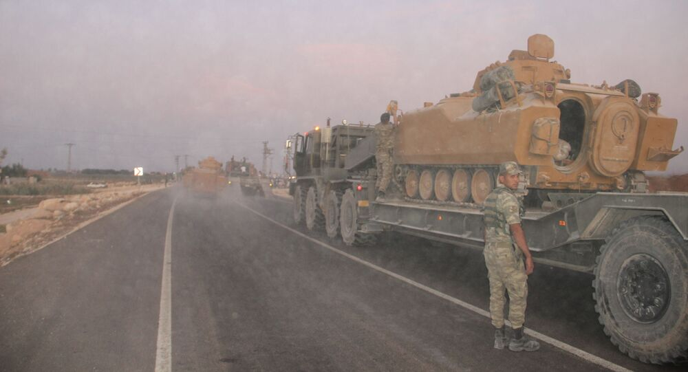 Turkish troops on the border with Syria