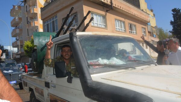 Turkey-backed Syrian opposition fighters going to Tel Abyad from Turkish gate towards Syria in Akcakale in Sanliurfa province on October 10, 2019 - Sputnik International