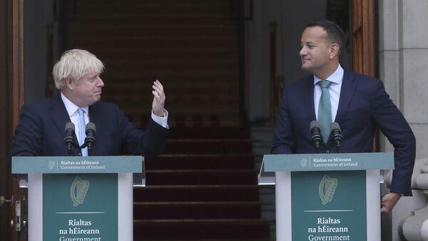Britain's Prime Minister Boris Johnson, left, meets with Ireland's Prime Minister Leo Varadkar - Sputnik International