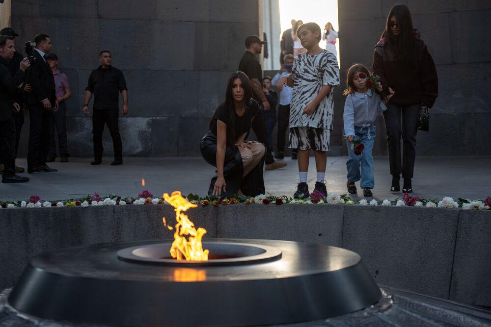 American actress and model Kim Kardashian has attended a wreath-laying ceremony at the Eternal Flame at Tsitsernakaberd Armenian Genocide Memorial Complex.