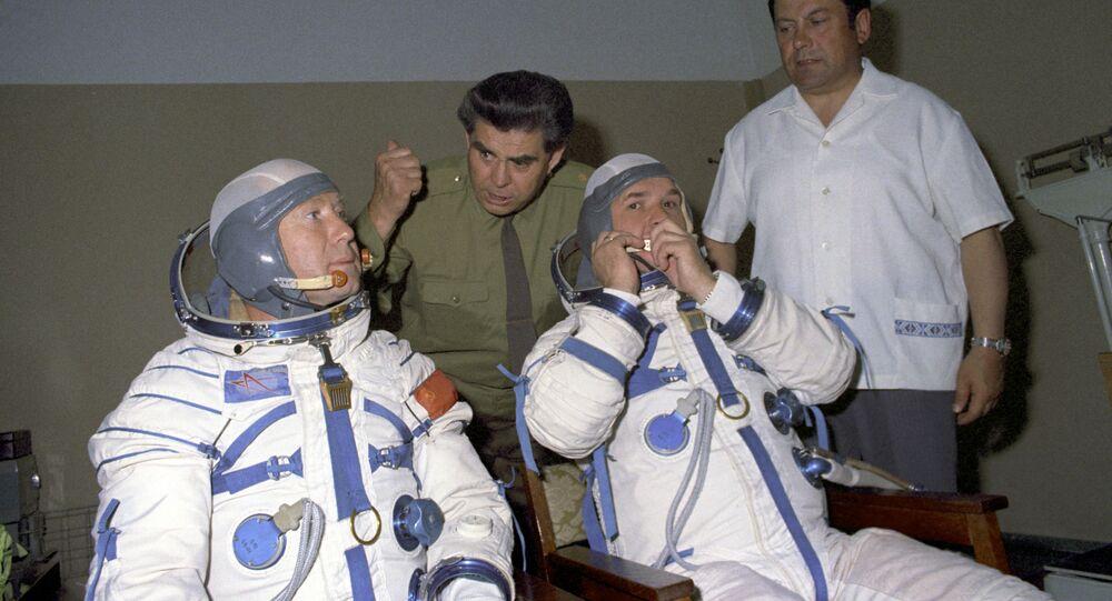 Soviet cosmonauts Alexei Leonov (left) and Valery Kubasov