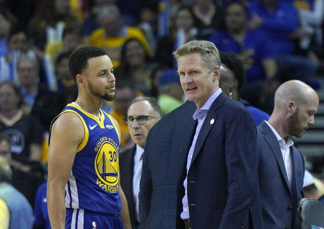 Golden State Warriors guard Stephen Curry (30) talks to Golden State Warriors head coach Steve Kerr during a time out in the second half of an NBA basketball game Sunday, March 31, 2019
