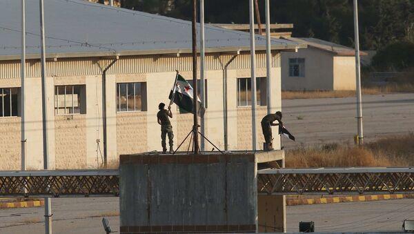 Free Syrian Army Raises Their Flag at Entrance to Tell Abiad - Sputnik International