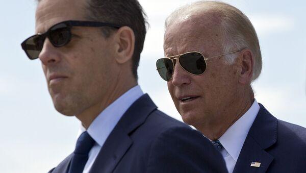 U.S. Vice President Joe Biden and his son Hunter Biden (File) - Sputnik International