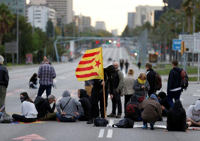 Catalan demonstrators block Diagonal Avenue during Catalonia's general strike in Barcelona, Spain, October 18, 2019