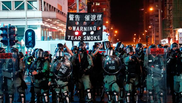 Riot police hold up a banner warning protesters about tear gas during anti-government protest in Hong Kong, China October 20, 2019 - Sputnik International