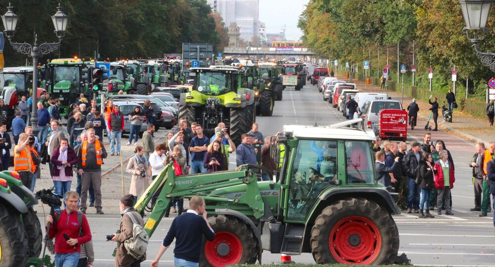 Over 200 tractors block traffic in Berlin amid farmers protests