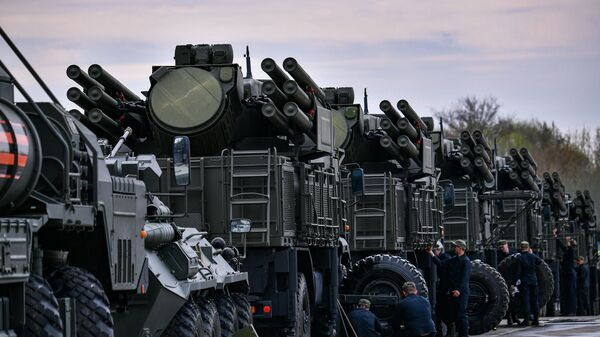 The Pantsir-S mobile self-propelled surface-to-air anti-aircraft system vehicles are parked during its preparation for the upcoming Victory Day Military Parade, in Moscow, Russia. - Sputnik International