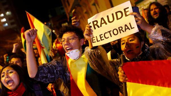 A protestor holds a banner reading Electoral Fraud as she takes part in a march in La Paz, Bolivia, October 25, 2019.  - Sputnik International