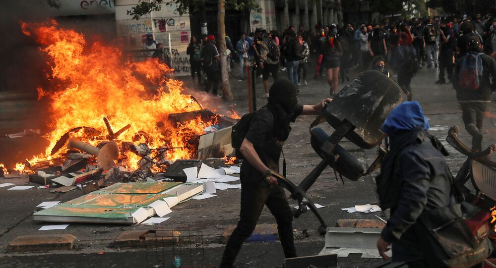 Demonstrators build a barricade during an anti-government protest in Santiago, Chile October 29, 2019