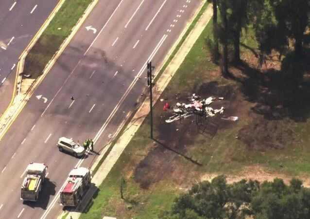 Two dead after small plane crashes into SUV in Florida