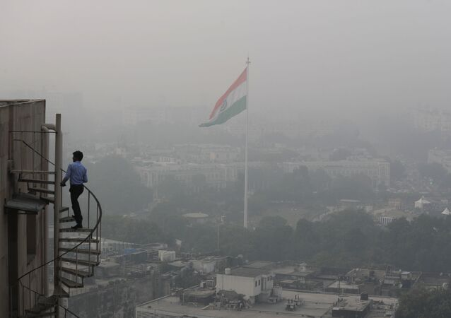 Smog and dust in New Delhi