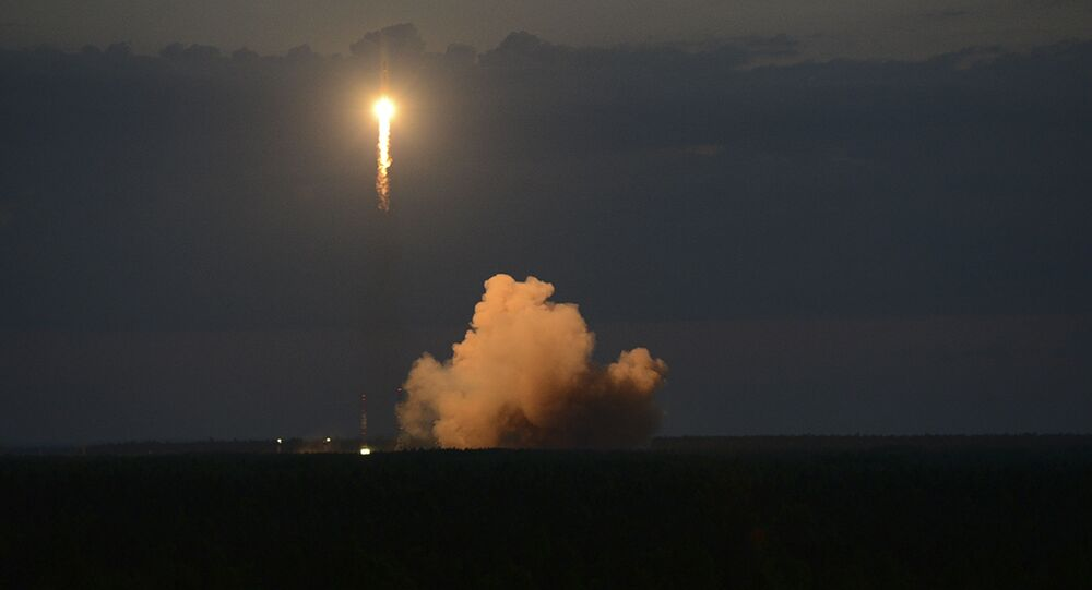 Soyuz-2.1b rocket with Glonass satellite