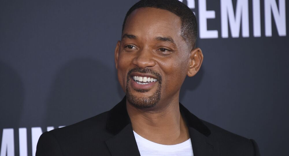 Will Smith's front teeth KNOCKED OUT as golf instruction goes wrong!
