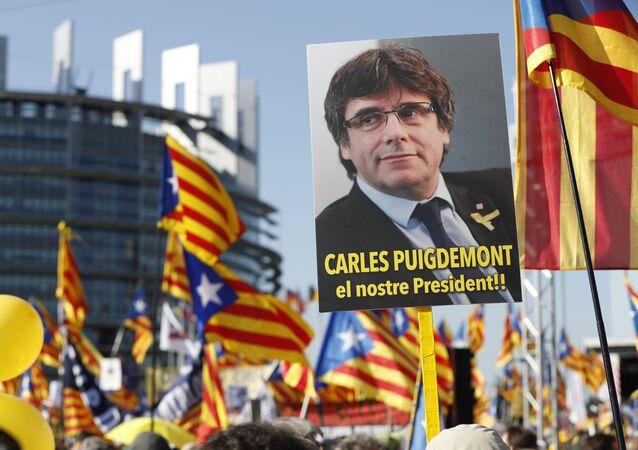 Marcha de protesta al frente del Parlamento Europeo (Estrasburgo, Francia) en contra de la persecución del líder independentista catalán, Carles Puigdemont, el 2 de julio de 2019