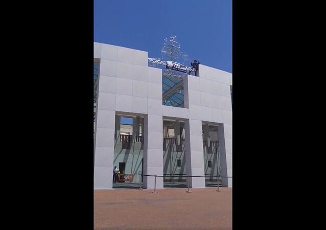 A man scaled the building of the Australian Parliament on Monday, 11 November to demand the release of WikiLeaks founder Julian Assange