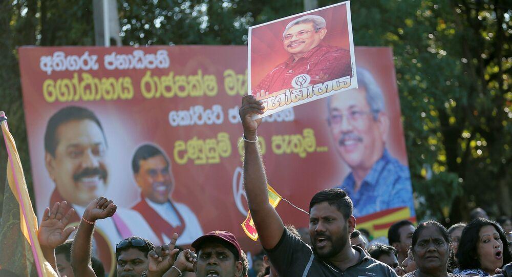 Supporters of Sri Lanka's President-elect Gotabaya Rajapaksa celebrate in Colombo, Sri Lanka Novermber 17, 2019. REUTERS/Dinuka Liyanawatte