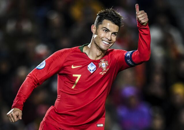 Portugal's forward Cristiano Ronaldo gives the thumb up during the Euro 2020 Group B football qualification match between Portugal and Lithuania at the Algarve stadium in Faro, on November 14, 2019