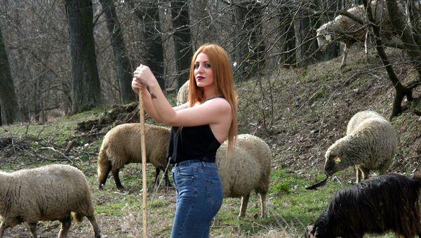 Girl and sheep - Sputnik International