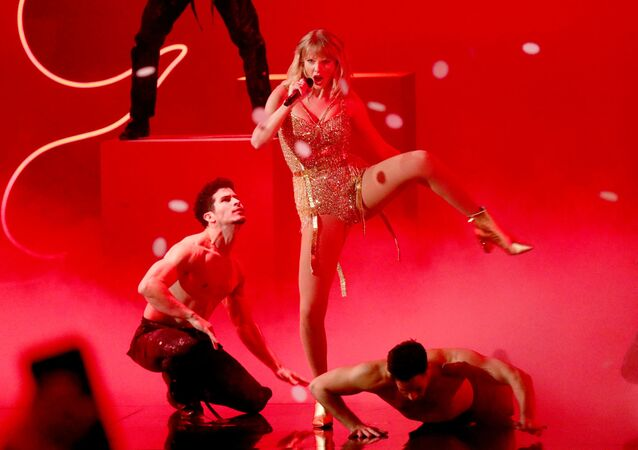 Taylor Swift performs onstage during the 2019 American Music Awards at Microsoft Theater on 24 November 2019 in Los Angeles, California.