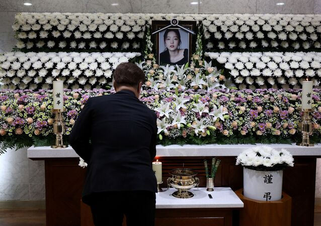 A man pays tribute at a memorial altar as he makes a call of condolence in honour of the K-pop star Goo Hara at the Seoul St. Mary's Hospital in Seoul, South Korea November 25, 2019.