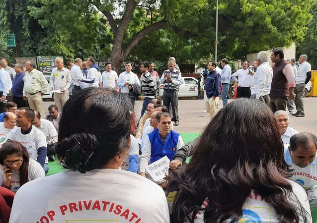 Thousands of Indian Refinery Workers Stage Nationwide Protests Opposing Privatisation
